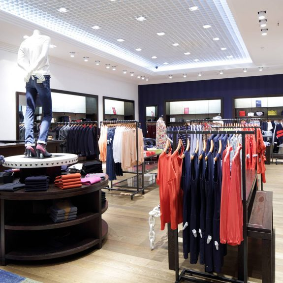 Luxury Fashionable Brand New Interior Of Clothes Store